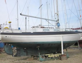 Barbican 33 GRP Bermudan Sloop with centreboard