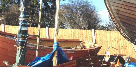 Tideway 10 simulated clinker GRP sailing dinghy with Launching trolley