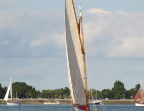 16ft Clinker sailing Dinghy,Gaff rigged open day boat